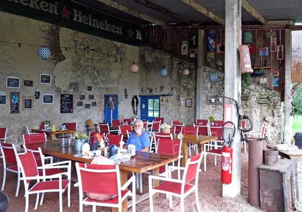Walking in France: All alone in the dining room, Treteau camping ground