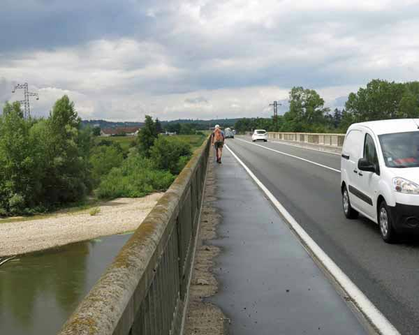 Walking in France: Crossing the Allier on the only available bridge