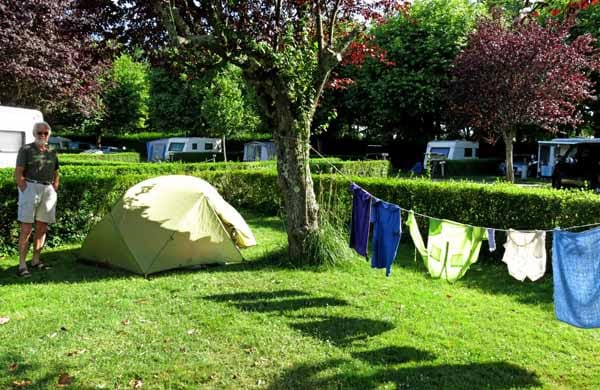 Walking in France: A happy camper in St-Pourçain-sur-Sioule