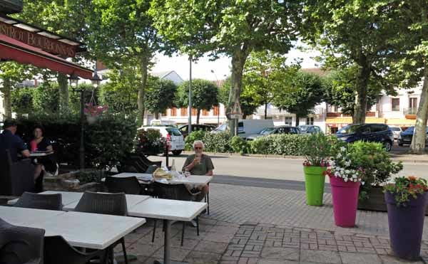 Walking in France: A glass of rosé outside the Bistro, with the Globe on the other side of the street
