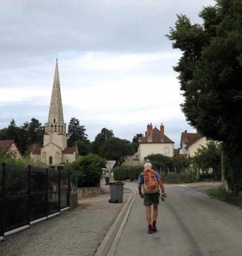 Walking in France: Passing through Saulcet