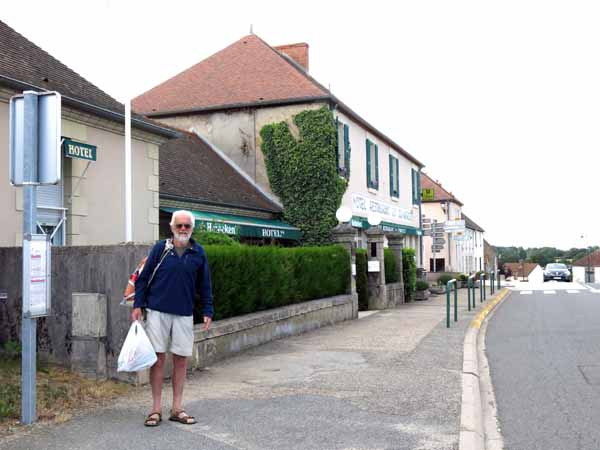 Walking in France: Waiting for an unconventional form of transport