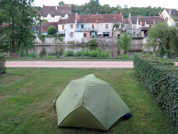 Walking in France: And Hérisson, across the Aumance river from the camping ground