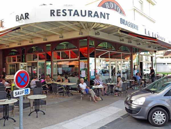 Walking in France: Late afternoon drinks at la Rotonde