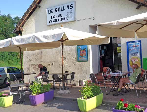 Walking in France: Lingering over breakfast at le Sull'ys, Vallon-en-Sully