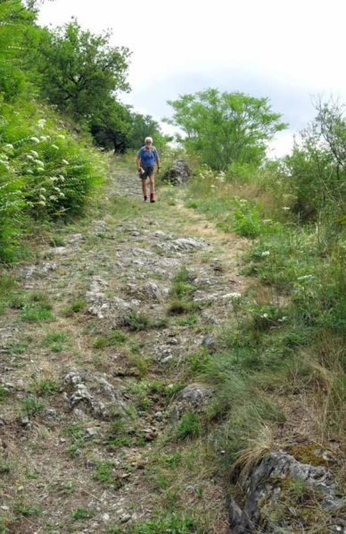 Walking in France: Start of the descent to Hérisson