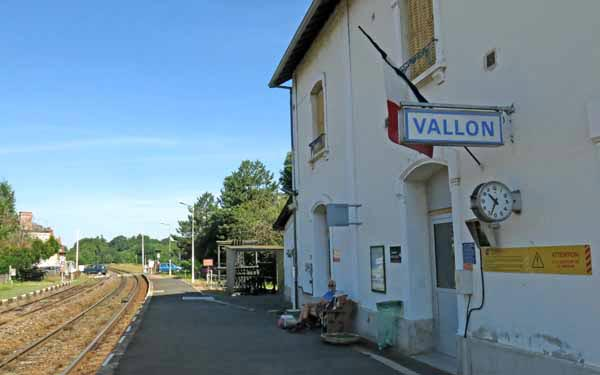 Walking in France: Waiting for the train to take us to St-Amand-Montrond, and a little holiday