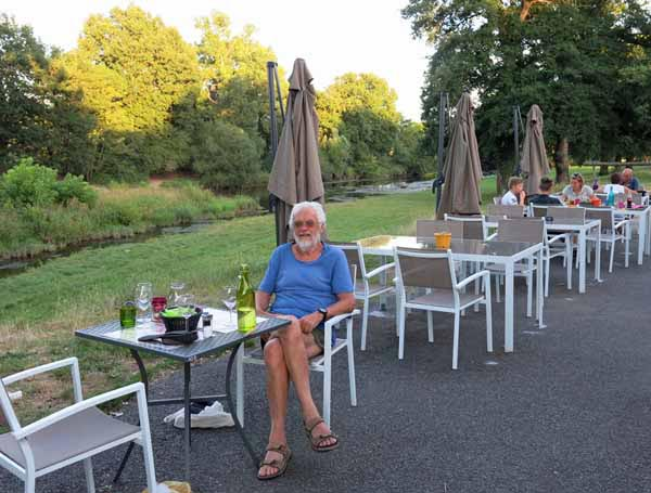 Walking in France: Back in Vallon, dining beside the Cher at L'Allée des Soupirs,