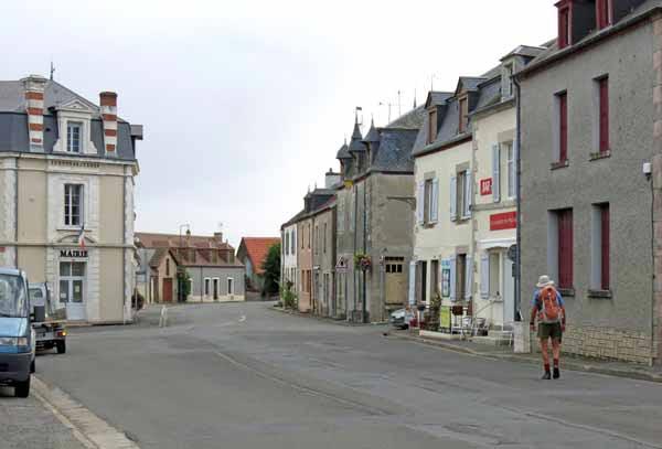 Walking in France: On the way to breakfast at au Moulin de Préveranges