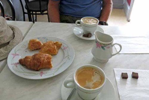 Walking in France: The full Big Breakfast in Préveranges!