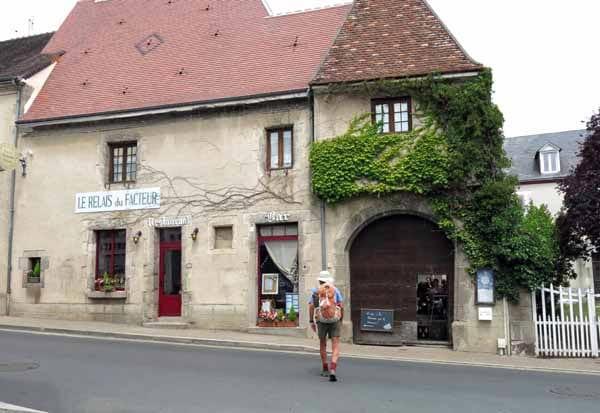 Walking in France: An unseemly rush to food, le Relais du Facteur, Sainte-Sévère-sur-Indre