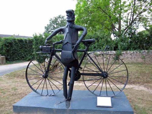 Walking in France: Statue of the postman from Le Jour de Fête, Sainte-Sévère-sur-Indre