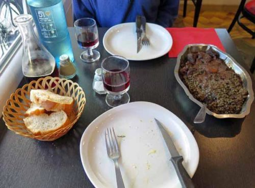 Walking in France: Mains, a dark, unattractive combination of boeuf bourguignon with le Puy lentils