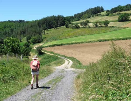 Walking in France: Only 3 km to Lavoûte-Chilhac and the end of the day's walk