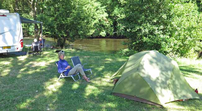 Walking in France: Luxury in the Lavoûte-Chilhac camping ground beside the Allier river