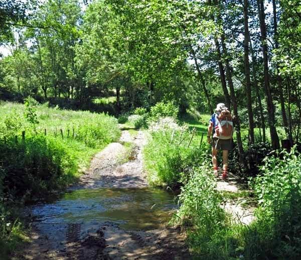 Walking in France: Creek crossing near Siaugues