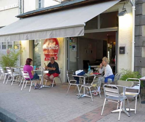Walking in France: Waiting for dinner at le Petit Naples, Billom