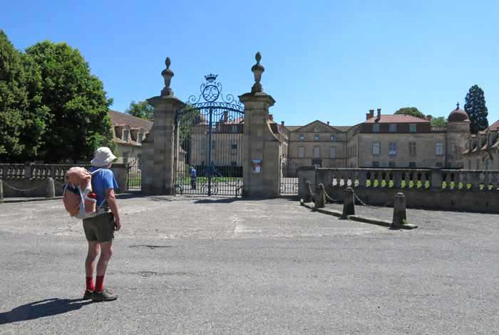 Walking in France: Parentignat's château