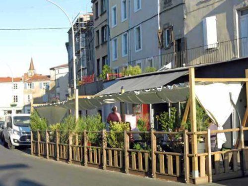 Walking in France: Apéritifs at an outdoor bar