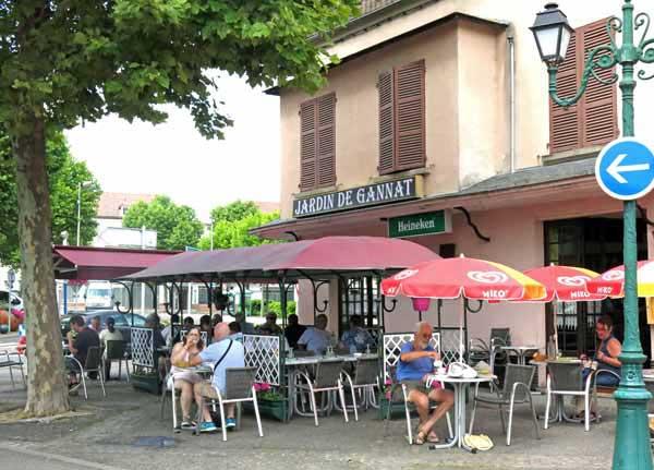 Walking in France: Enjoying Gannat's café culture