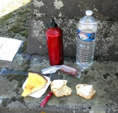 Walking in France: A mixed second breakfast