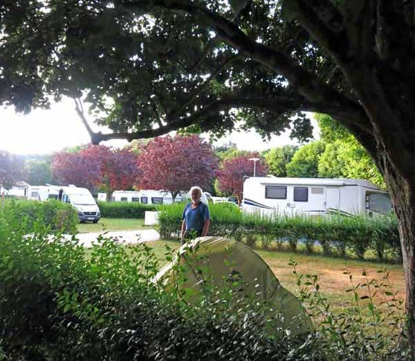Walking in France: Installed in the St-Pourçain camping ground