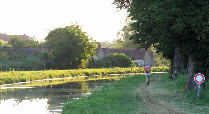 Walking in France: Leaving Sancoins on the GR654  beside the Canal de Berry