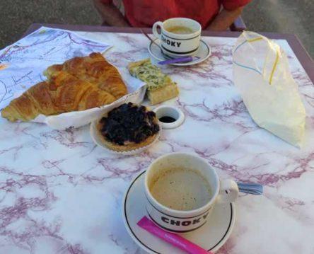 Walking in France: Breakfast in Chaulgnes