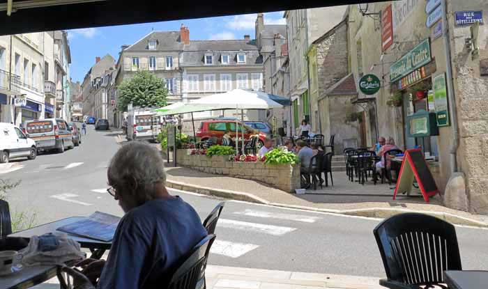 Walking in France: Filling in time until another phone call to the gîte