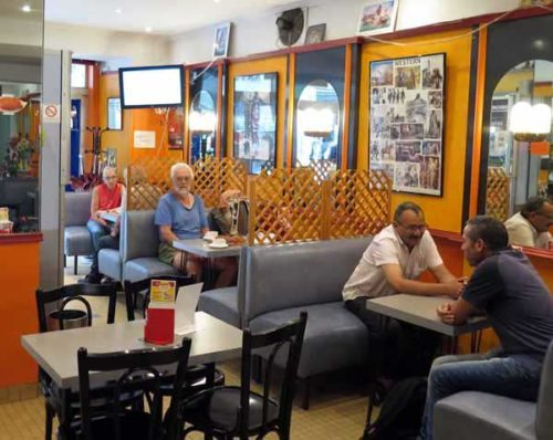 Walking in France: La Charité's early opening bar