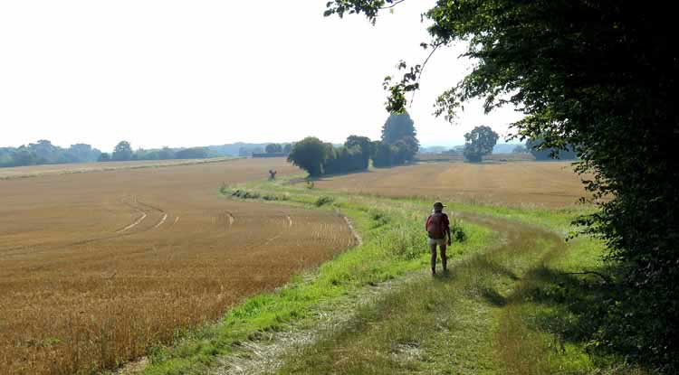 Walking in France: Approaching the village of Raveau