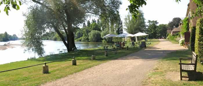 Walking in France: Beside the Allier at Apremont
