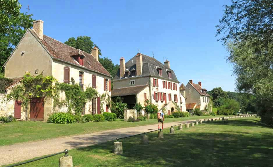 Walking in France: Leaving Apremont