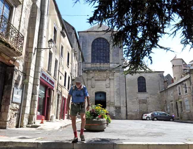 Walking in France: Leaving the Office of Tourism, la Charité-sur-Loire