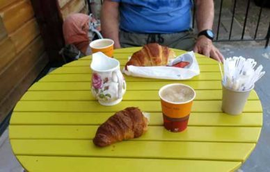 Walking in France: Second breakfast in Raveau