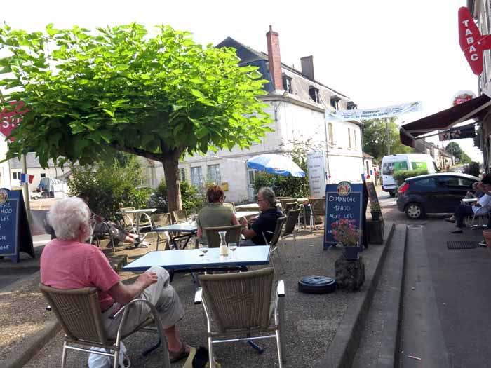 Walking in France: Aperitifs at la Halte de Campagne