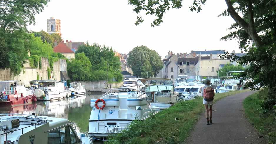 Walking in France: On the way to breakfast