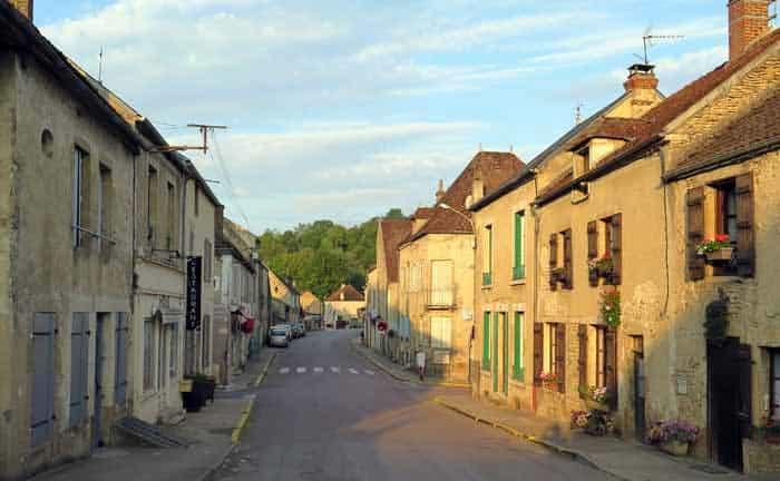 Walking in France: Going to breakfast in St-Père