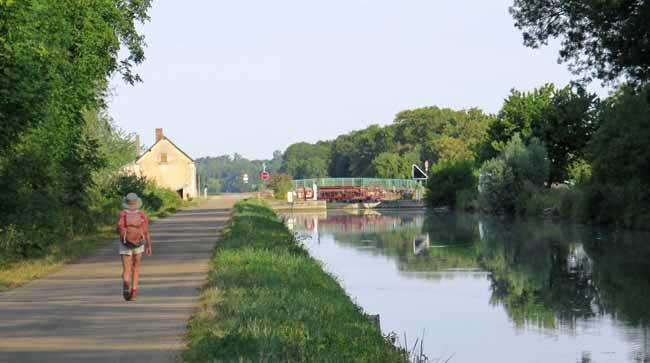 Walking in France: Approaching the Écluse de Charrey