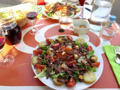 Walking in France: Two grandes salades for dinner
