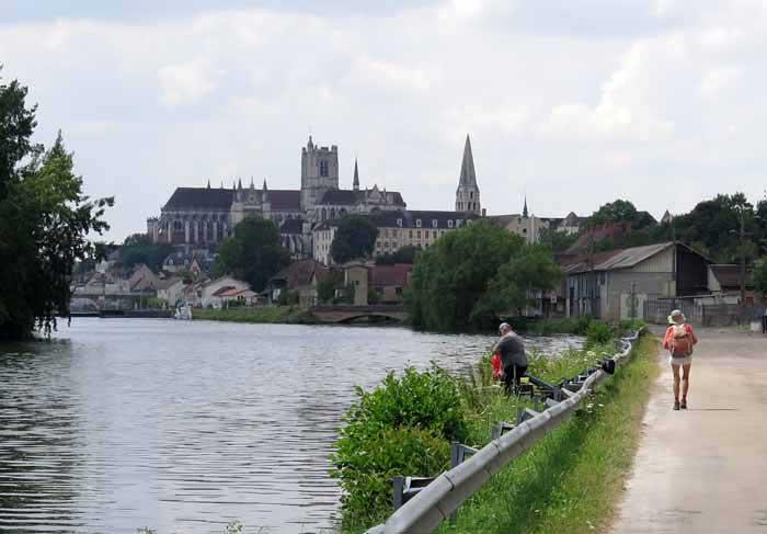 Walking in France: Arriving in Auxerre