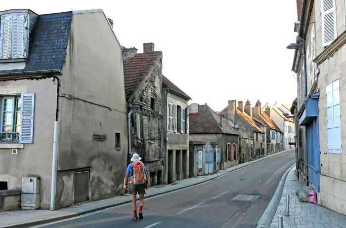 Walking in France: Leaving Clamecy