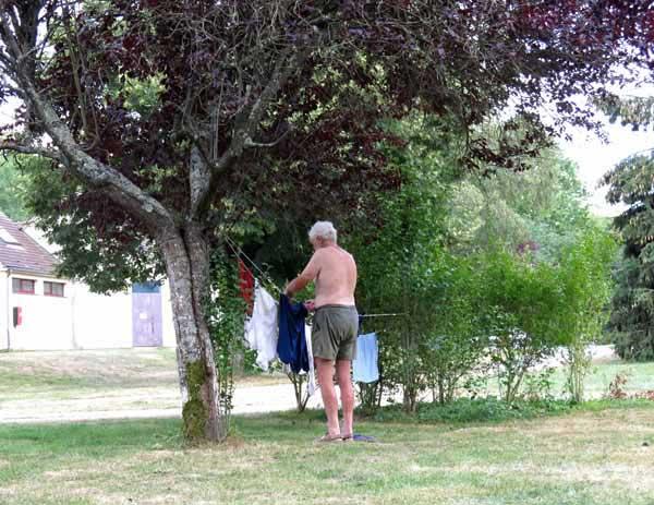Walking in France: Daily washing duties
