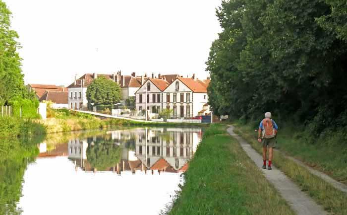 Walking in France: Arriving in Brienon