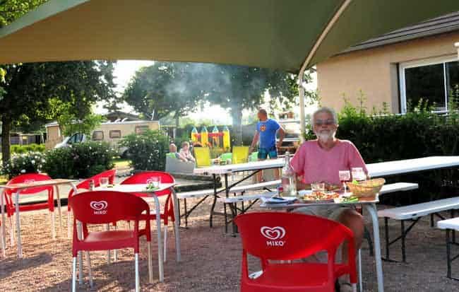 Walking in France: Apéritifs at the camping bar